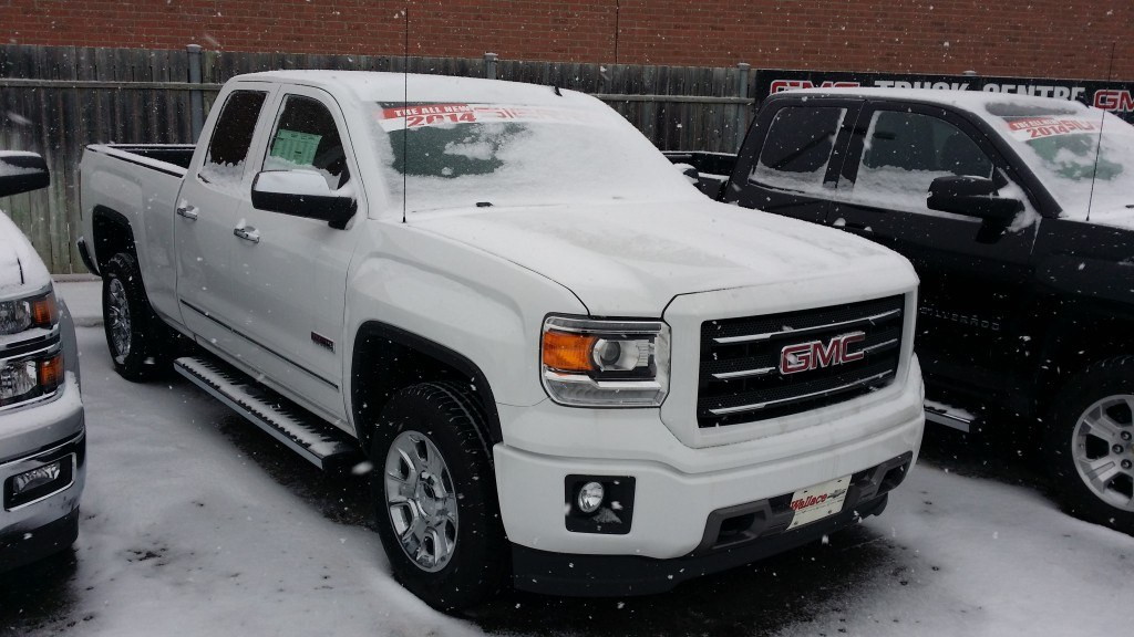 The 2014 Sierra impressed the judges with a powerful yet efficient V8 engine