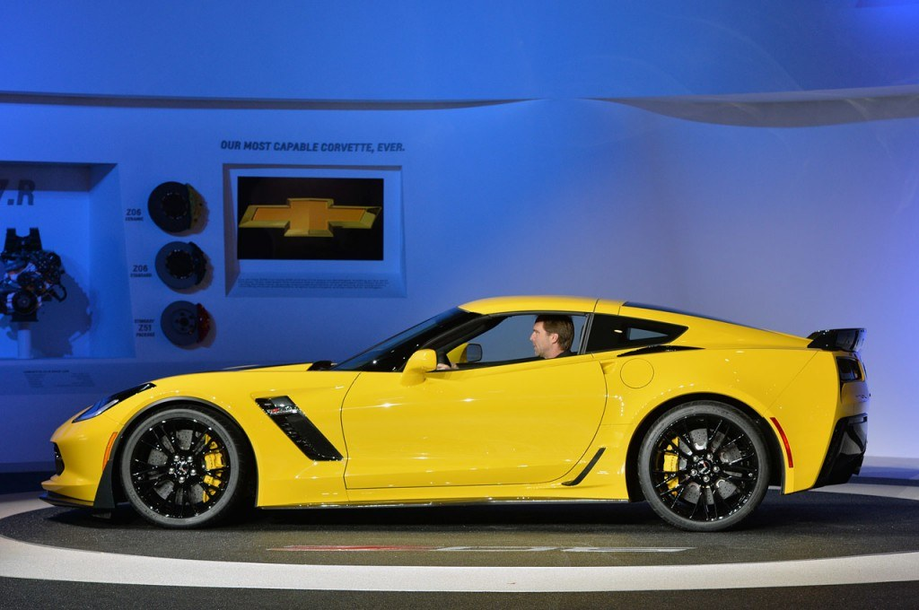 04-2015-chevrolet-corvette-z06-detroit-1